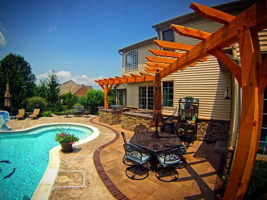 Poolside Outdoor Kitchen & Bar