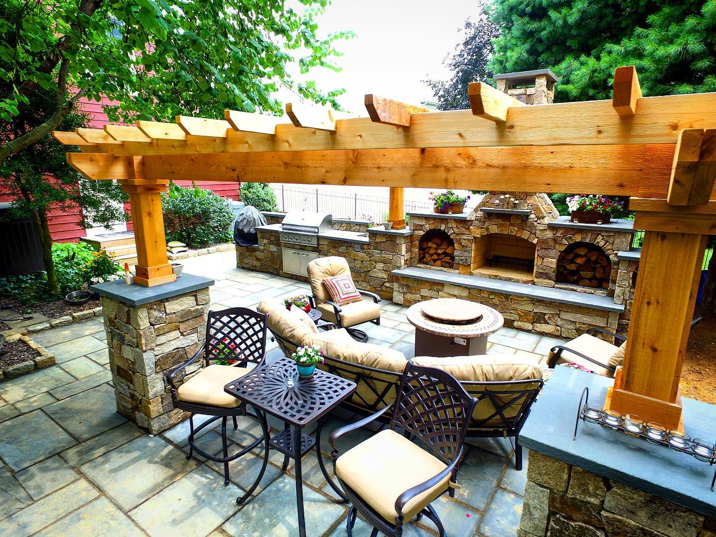 Outdoor living room and Outdoor dining room