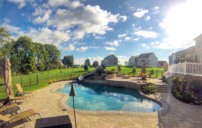 Swimming pool & patio